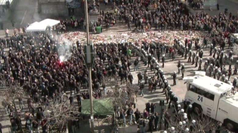 بالفيديو: الشرطة البلجيكية تفرق متظاهرين من اليمين المتشدد بعد احتجاجهم ضد المهاجرين
