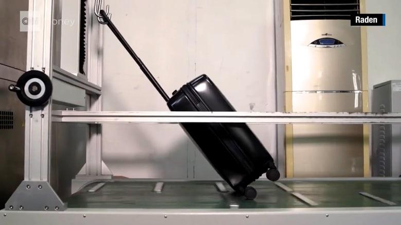حقيبة ذكية تشحن هاتفك وتحذرك من طوابير الانتظار الطويلة في المطارات