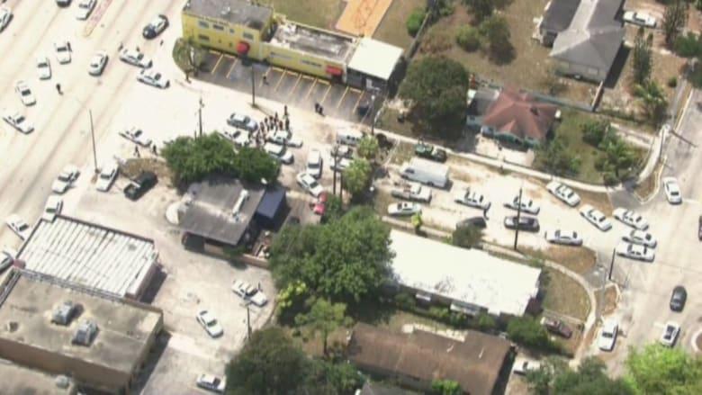 بالفيديو: أكثر من 30 سيارة شرطة في مطاردة خطيرة لهارب بسيارة في ميامي