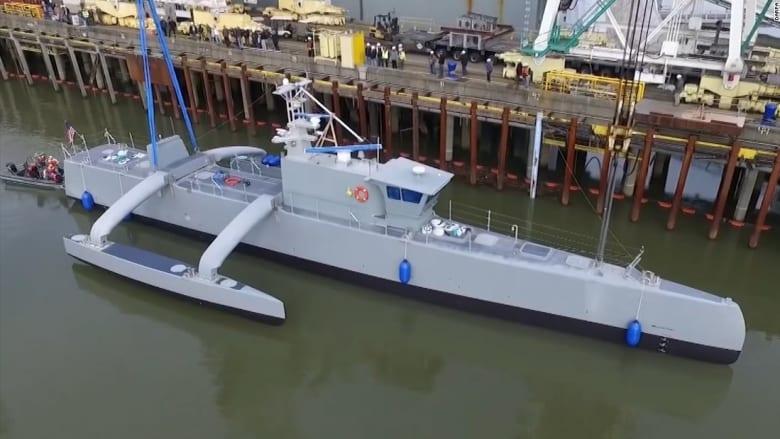 """شاهد.. البحرية الأمريكية تختبر """"قوارب موجهة عن بعد"""" تطارد الغواصات"""