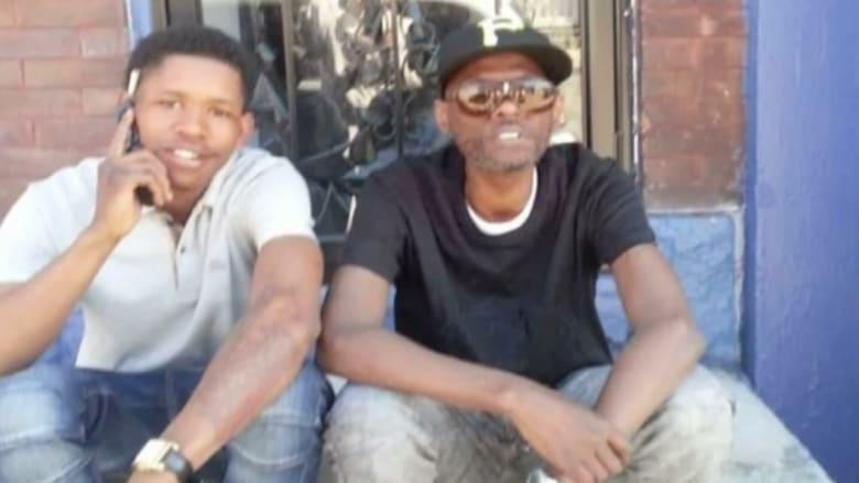 مقتل أب وابنه بعد إطلاق أفراد بالشرطة الأمريكية 56 رصاصة عليهما