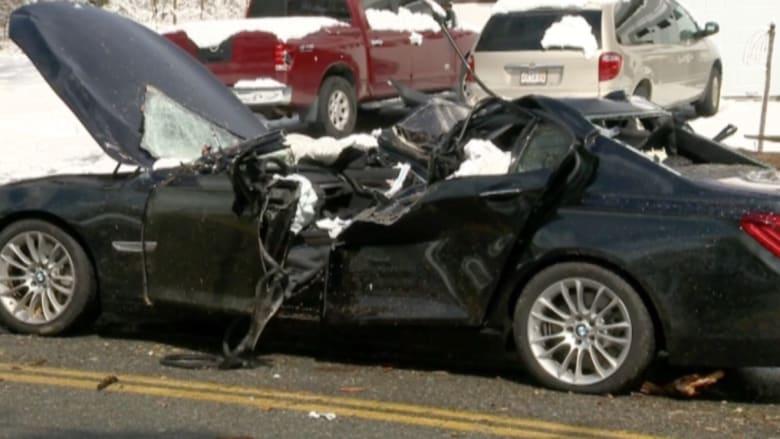 بالفيديو: مصرع شخصين بعد سقوط شجرة على سيارتهما في ماساشوستس