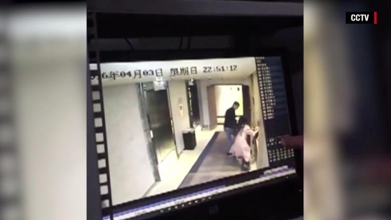 فيديو من كاميرا مراقبة بفندق بالصين.. اعتداء على امرأة أمام غرفتها دون تدخل النزلاء