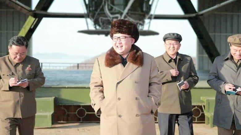 شاهد.. زعيم كوريا الشمالية يشرف على اختبار محرك صاروخ بالستي جديد