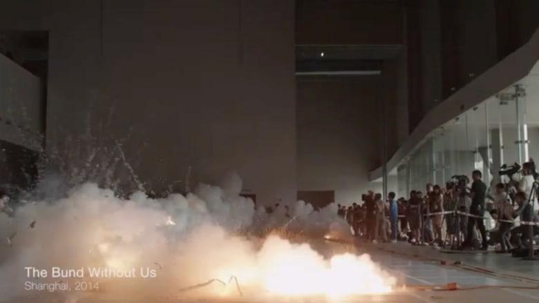 بالفيديو.. متفجرات نارية تصنع أجمل اللوحات الفنية