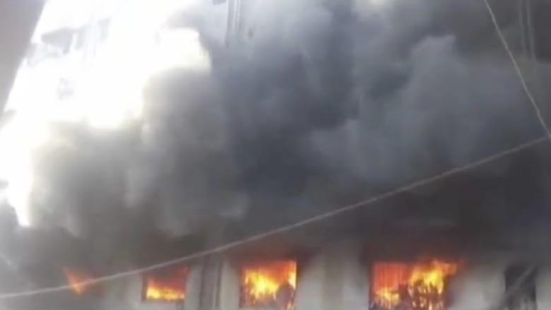 شاهد.. حريق ضخم يحاصر العشرات في مبنى بالهند