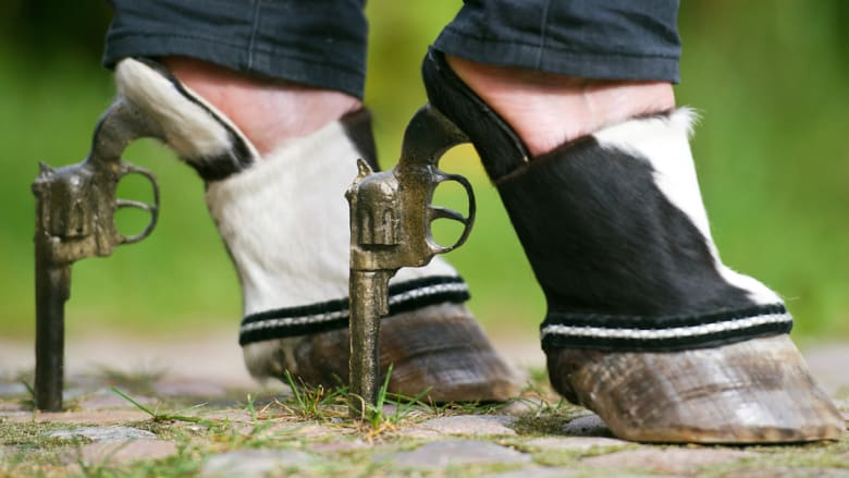 من كافة الأشكال والألوان .. أجمل أحذية سباقات الخيول