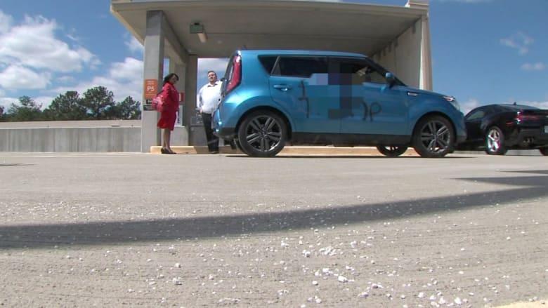 بالفيديو: أمريكي يضع ملصق مؤيد لترامب على سيارته.. شاهد ماذا حدث له!
