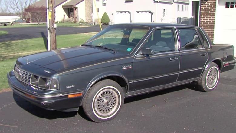 بالفيديو: أمريكي يعرض بيع سيارة كانت تملكها هيلاري كلينتون في مزاد