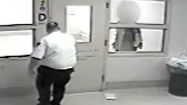 بالفيديو: أكبر سجن في أمريكا ينشر فيديوهات للاستخدام المفرط للقوة ضد السجناء.. فصل 5 ضباط واستقالة آخر