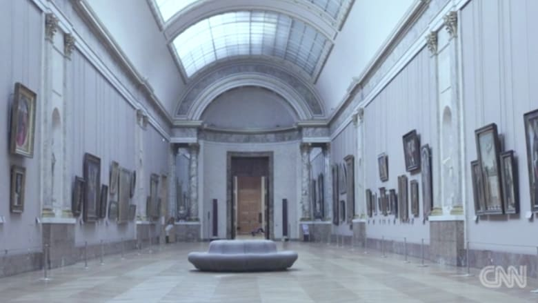 هل تحلم بزيارة متحف اللوفر في باريس؟ تفضل إلى جولة لن يشاركك فيها أحد
