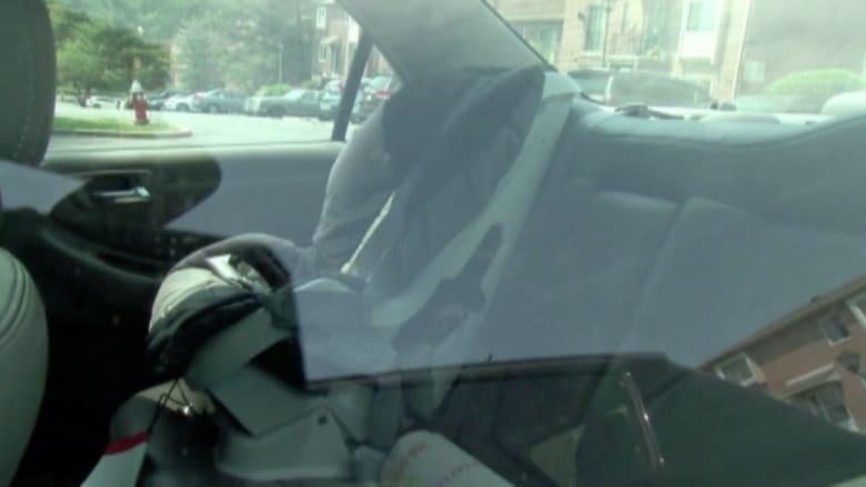 بالفيديو: وفاة طفلة بعد نسيانها في سيارة لسبع ساعات