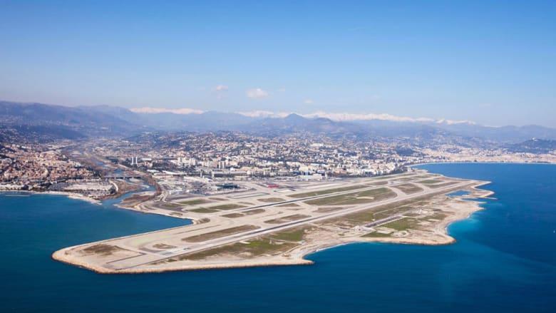 أجمل 10 مطارات للمشاهدة من نافذة الطائرة