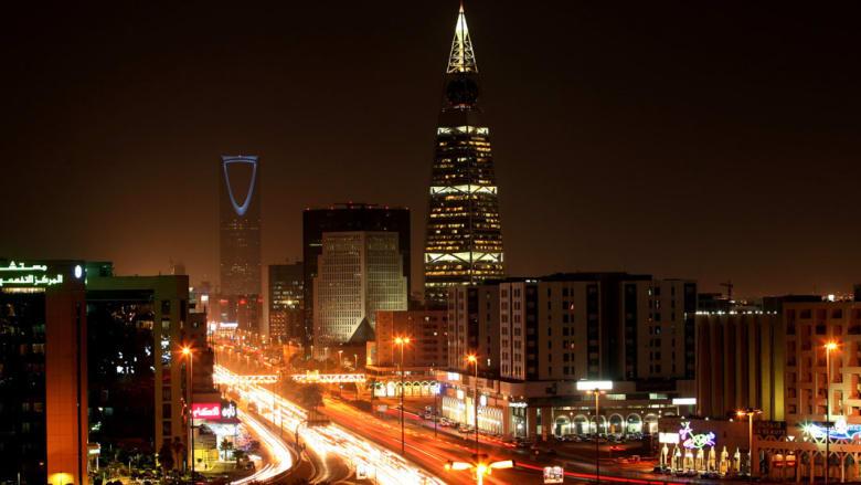 """رؤية السعودية 2030 تجتاح تويتر.. ومغردون: راحت عبارة """"احنا أغنى دولة عشان البترول"""""""
