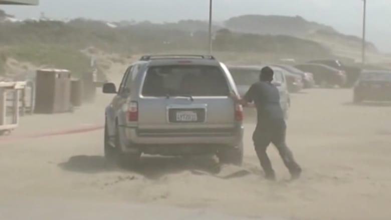 بالفيديو: أكوام من الرمال تغلق الطريق السريع في سان فرانسيسكو