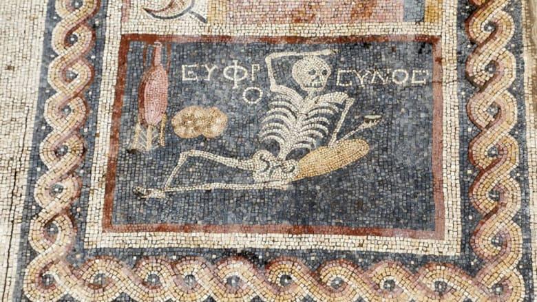 """""""كن مرحاً واستمتع بحياتك"""".. نصيحة من """"هيكل عظمي"""" عمره 2400 عام"""