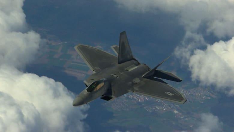 """أمريكا تعزز دفاع الناتو ضد روسيا بإرسال مقاتلتي """"F-22 رابتور"""" لرومانيا"""