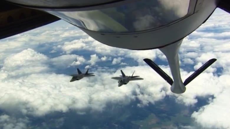 هل تساءلت يوما.. كيف تتزود المقاتلات الأمريكية بالوقود وهي تحلق في الهواء؟
