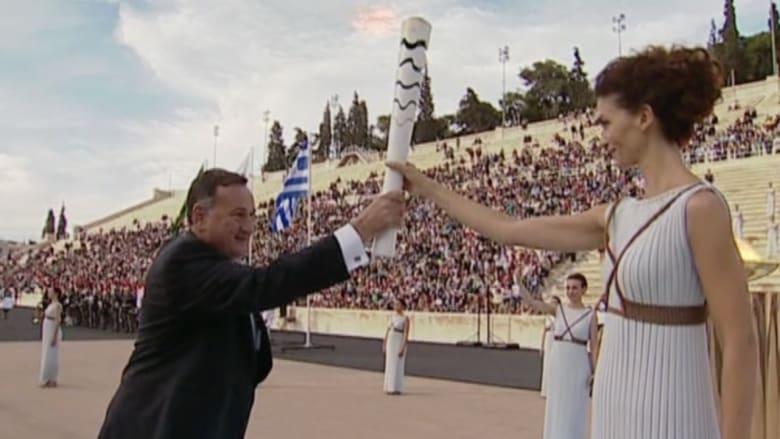 بالفيديو: تسليم الشعلة الأولمبية إلى البرازيل بعد نهاية جولتها في اليونان