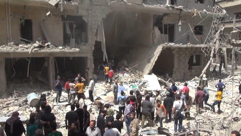 """بالفيديو: عشرات القتلى في غارات جديدة على حلب.. وروسيا تنفي قصف مستشفى """"القدس"""""""