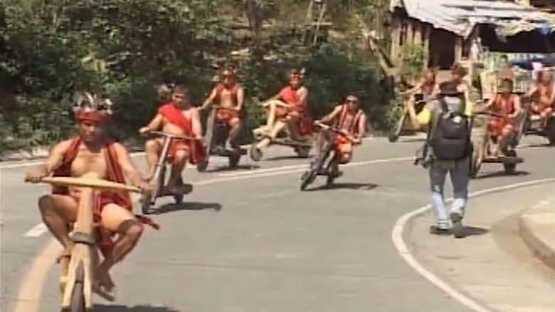 """بالفيديو: سباق على """"سكوترات خشبية"""" بين السكان الأصليين في الفلبين"""