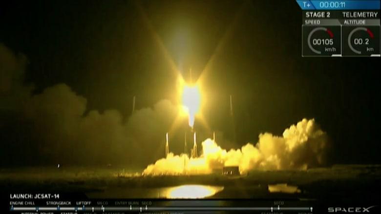 """شاهد.. هبوط ناجح لصاروخ """"فالكون 9"""" على ظهر سفينة غير مأهولة"""