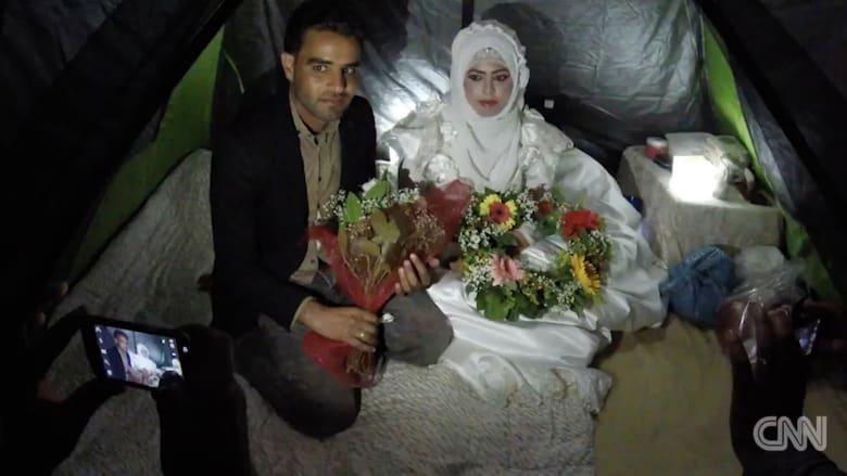 شاهد.. زفاف عروسين سوريين في مخيم للاجئين باليونان