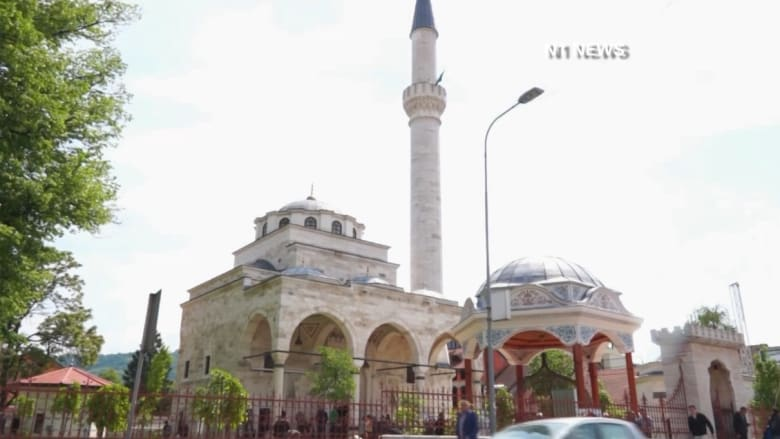 """بالفيديو: إعادة افتتاح مسجد """"الفرهاديا"""" التاريخي في صربيا بعد تدميره خلال حرب البوسنة"""