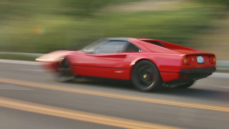 """رحلة سيارة فيراري من متجر """"خردة"""" إلى مسار سباق"""