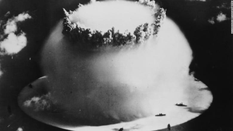 بالفيديو: ماذا حصل لسفن حربية أمريكية كانت قرب موقع اختبار نووي خلال الحرب العالمية الثانية؟