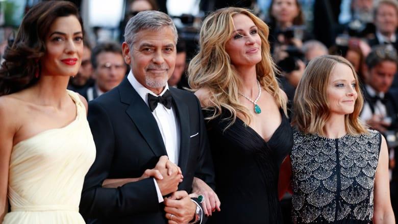 المخرجة جودي فوستر، جوليا روبرتس، جورج كلوني وزوجته أمل علم الدين