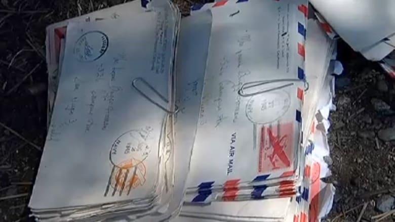 شاهد.. زوجان يعثران على رسائل لعاشقين كتبت قبل 70 عاما