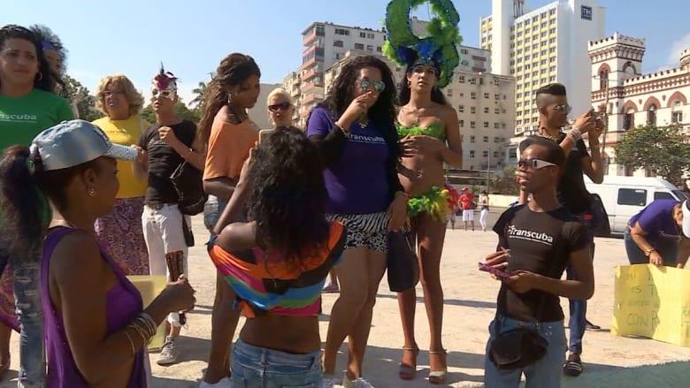 بعد تحسين العلاقات.. نشطاء أمريكيون يشاركون بمسيرات للمثليين في كوبا