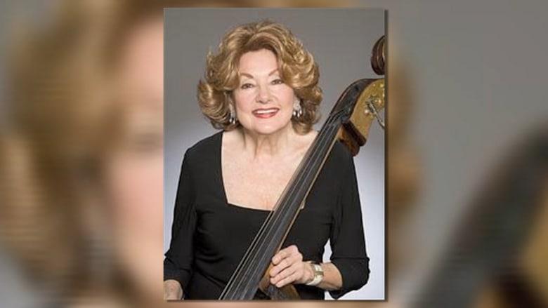 واحدة من أشهر عازفي الأوركسترا تلفظ أنفاسها الأخيرة على المسرح بعد 71 عاماً في المجال