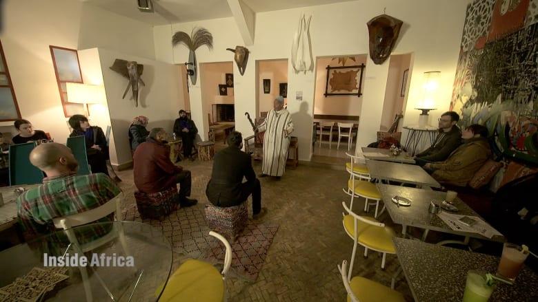 تعرّف إلى أحد أشهر الحكواتيين في المغرب