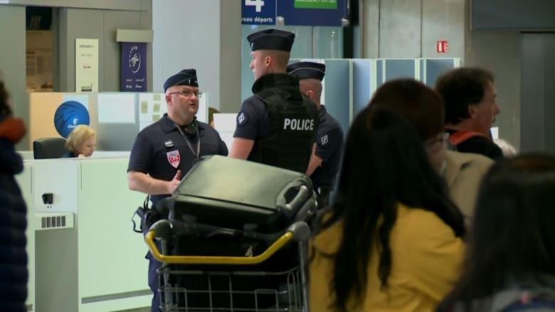بالفيديو: حادث طائرة مصر للطيران يثير التساؤلات حول الأمن في مطار شارل ديغول