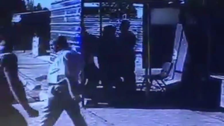 """شاهد.. لحظة اعتقال """"انتحاري"""" في حي الكاظمية شمالي بغداد"""