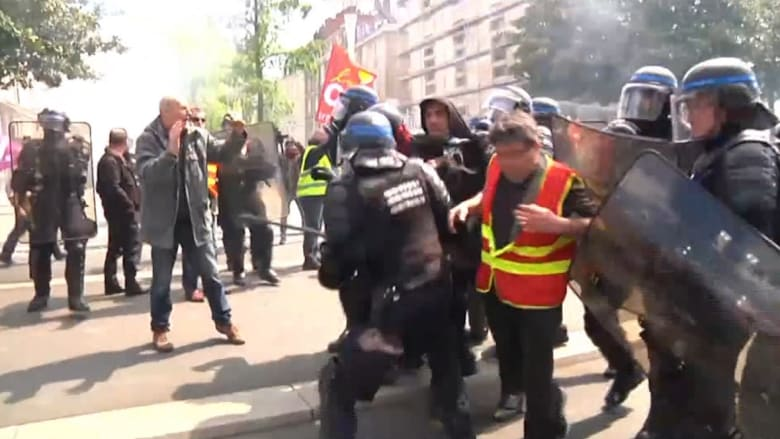 بالفيديو: اشتباكات بين الشرطة الفرنسية ومتظاهرين ضد تعديلات قانون العمل