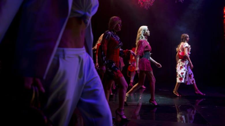 المتسابقات على خشبة المسرح خلال أول مسابقة لملكة جمال المتحولين جنسياً في تل أبيب، إسرائيل.