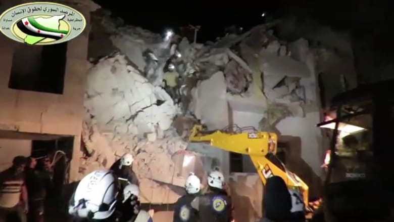 شاهد.. اللحظات الأولى بعد غارات جوية على مستشفى في إدلب
