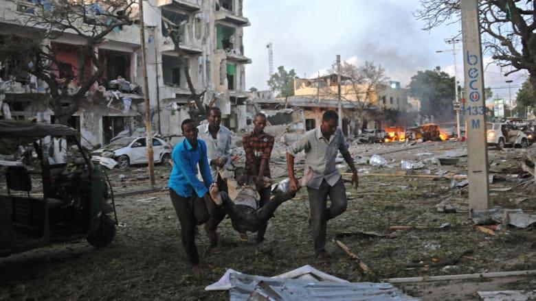 """الصومال: عشرات القتلى والمصابين في هجوم لمسلحي الشباب على فندق """"السفير"""""""