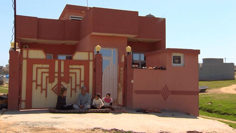 """بالفيديو: """"بطل يزيدي"""" يجند المهربين وينقذ مختطفين وفتيات يبيعهن داعش"""