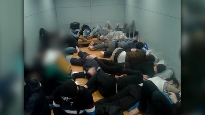 بالفيديو: طالبو لجوء بينهم عشرات السوريين عالقون في مطار بكوريا الجنوبية