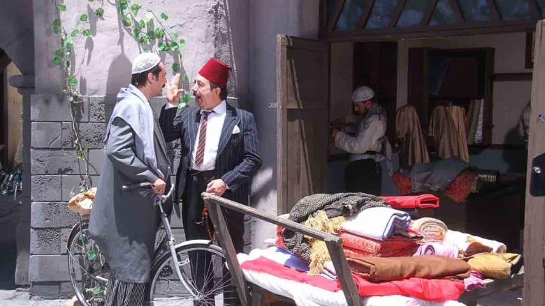 عصام على الدراجة الهوائية خلال حوار مع أبو بدر.