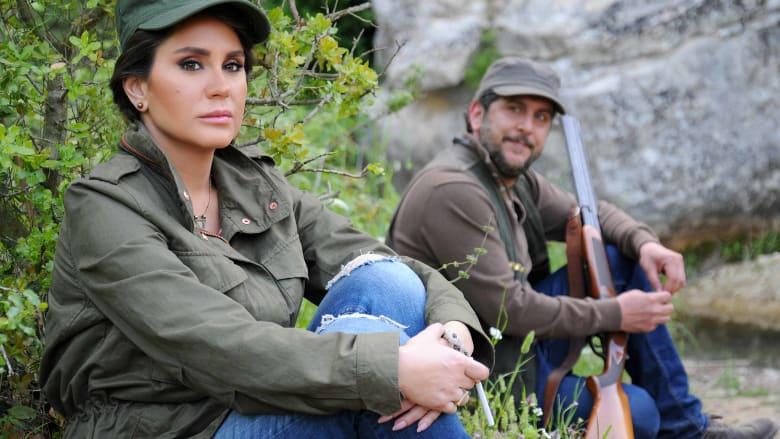 دينا، التي تلعب دورها ديما قندلفت، وقد بدأ قلبها يخفق لحب الصياد، محمد قنوع.