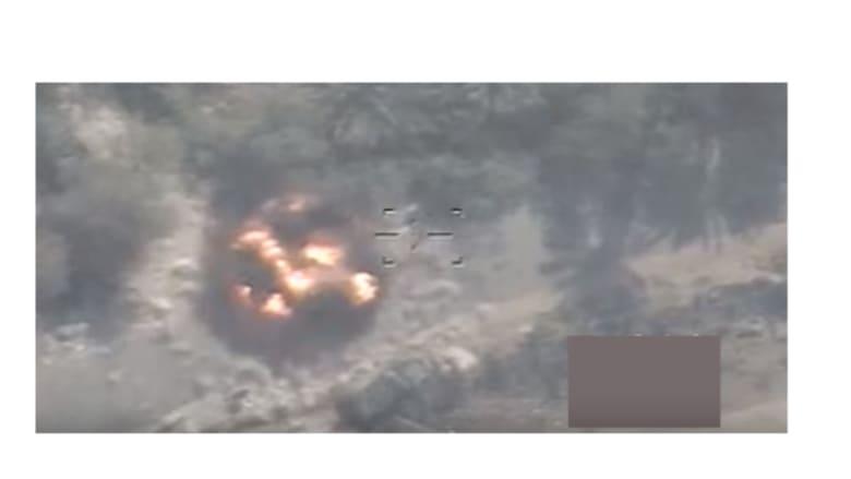 """بالفيديو: لحظة استهداف طيران الجيش العراقي """"أوكار الإرهاب"""" بالفلوجة"""