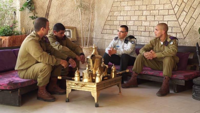 """بالفيديو.. المتحدث باسم جيش إسرائيل يثير ضجة بتسجيل عن رمضان و""""باب الحارة"""" مع جنود مسلمين"""