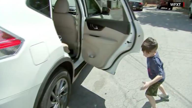 طفل في السادسة من العمر يبلغ الشرطة بالهاتف عن تجاوز والده إشارة السير
