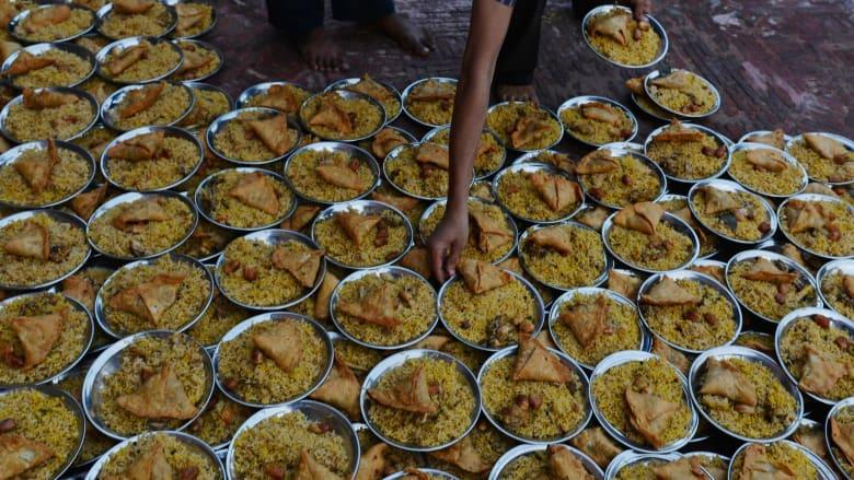 الدجاج والأرز والسمبوسة
