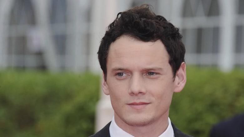 وفاة الممثل أنطون يلتشين عن 27 عاماً بعد ارتطام سيارته بعامود طوب